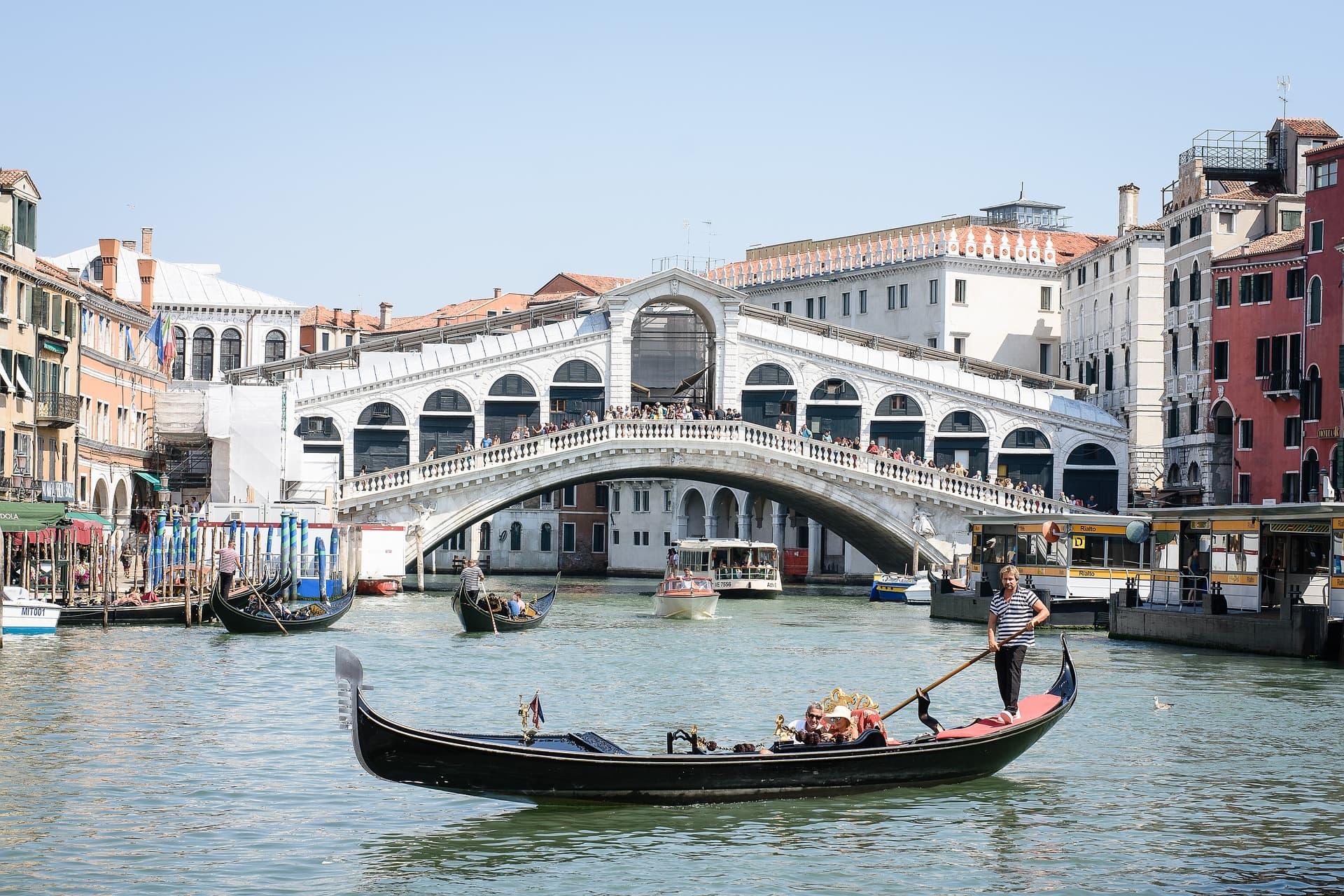 המדריך השלם לאתרים ואטרקציות בונציה