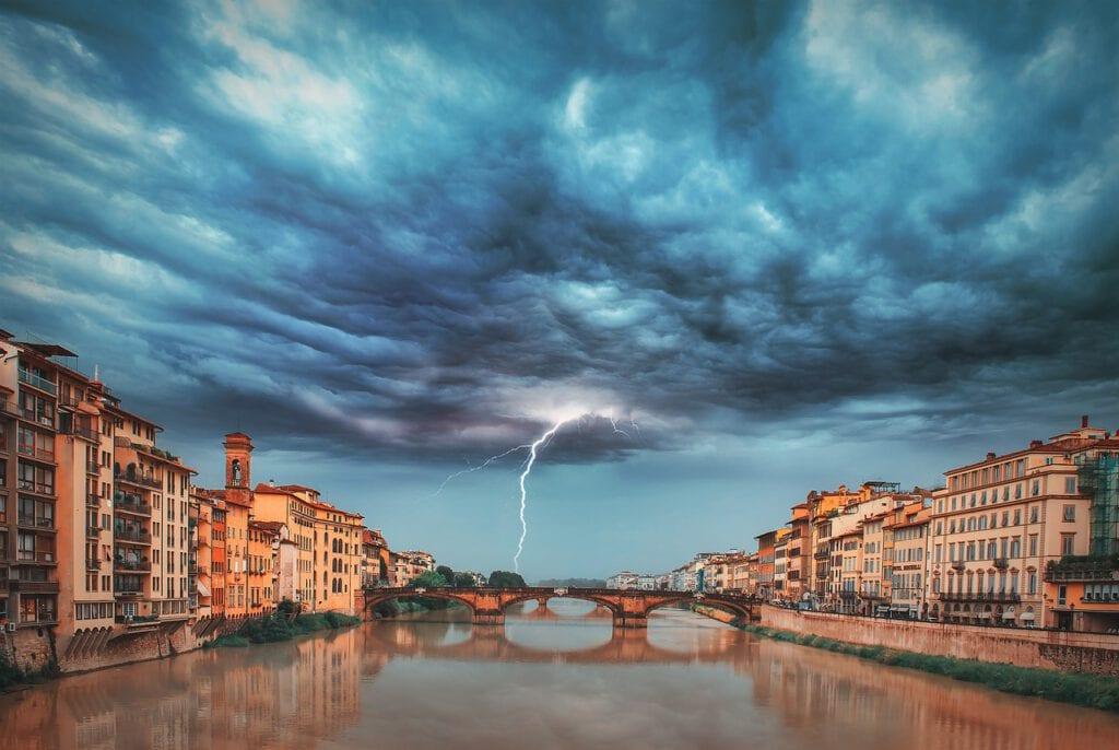ברקים מעל הפונטה וקיו