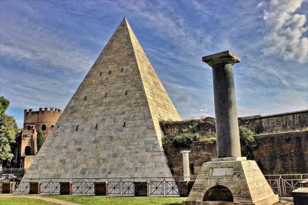 פירמידה קסטיוס