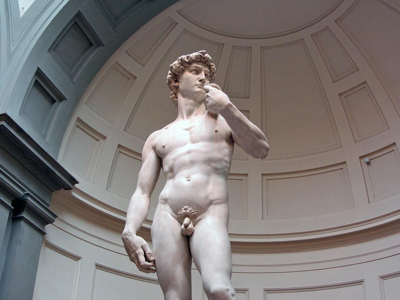"""פסל """"דויד"""" המקורי של מיכּאֶלְאנְגֶ'לו בגלריית האקדמיה"""