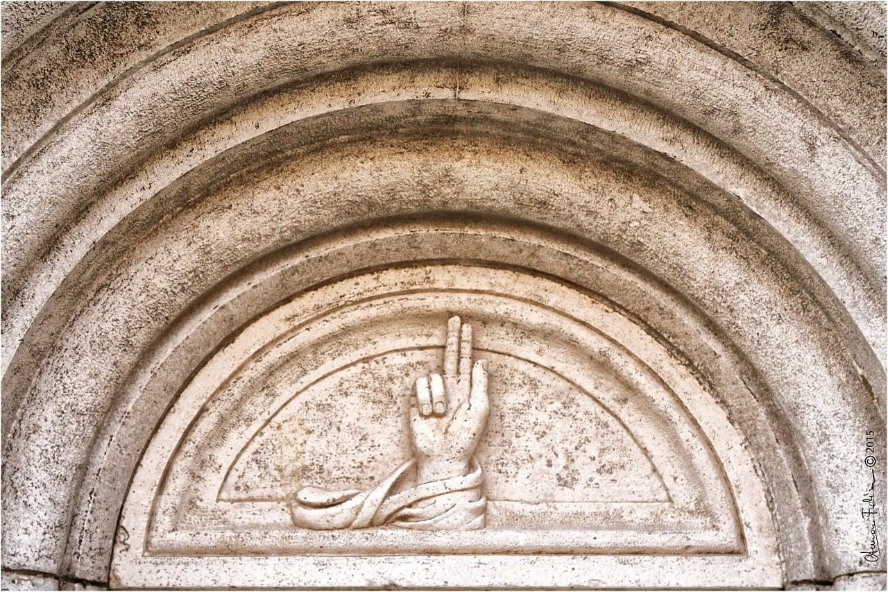 סמל מודנה - היד המברכת
