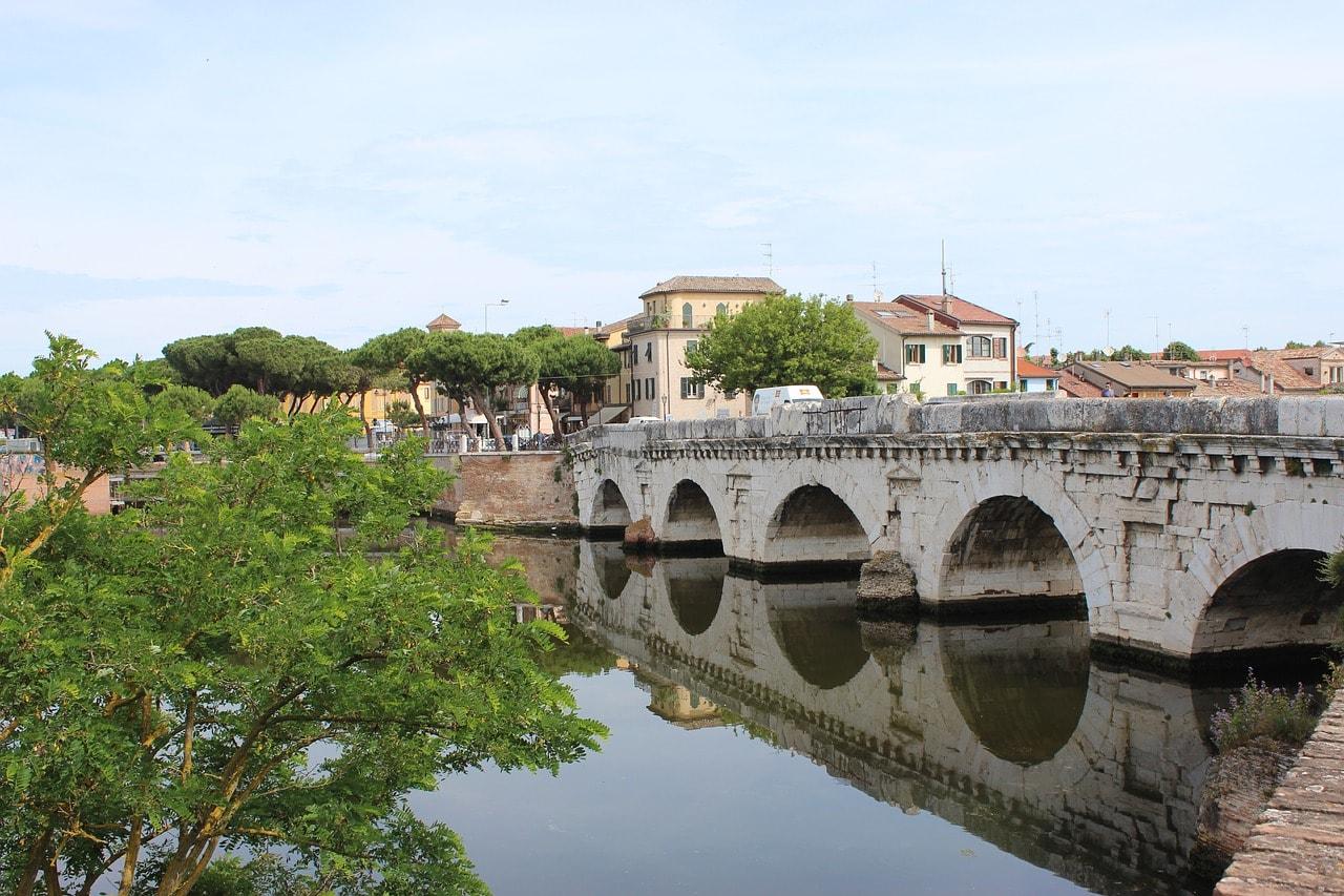 פּונְטֶה די טיבֶּריו - גשר מהתקופה הרומית