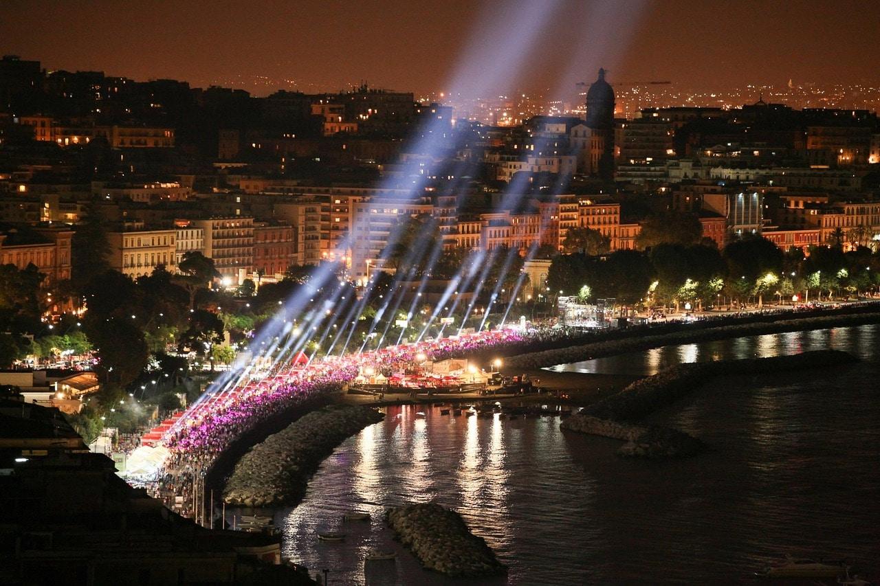 נמל נאפולי בלילה