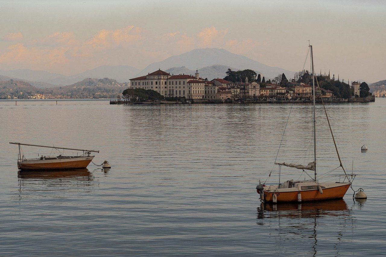 סירות דייגים באיזולה דיי פסקטורי